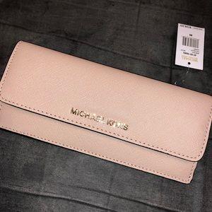 Micheal Kors wallet 😍